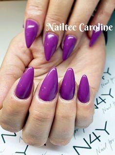 Caroline har været på Negle skabelon kursus hos Nail4you og lavet dette flotte sæt gele negle, der er afsluttet med Gel Polish i lilla