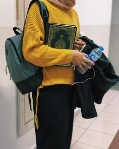 Pinterest: @haf_tima♥ Casual Hijab Outfit, Ootd Hijab, Hijab Chic, Girl Hijab, Hijabi Girl, Niqab Fashion, Muslim Fashion, Look Fashion, Fashion Dresses