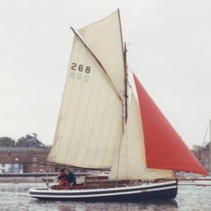 Deva under sail, 1991. Rivers Class. The Earl of Derby, owener from 1926 to 1939 lent her to the Royal Navy in the 1930s for the training of midshipmen on HMS Eaglet.