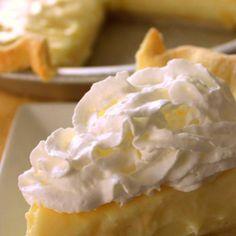 Lemon Sour Cream Pie Recipe ~ It's super simple, yet loaded with lemon flavor. A little sweet, a little tart, and a little tangy… Lemon Desserts, Lemon Recipes, Just Desserts, Sweet Recipes, Dessert Recipes, Sour Cream Lemon Pie Recipe, Cream Pie Recipes, Lemon Cream Pies, Lemon Custard