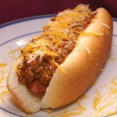 Here is the best Coney Island Hot Dog you will ever eat. In case you don& know the Coney Island Hot Dog refers to an all beef hot dog , all beef chili , mustard , and onions. And I personally think a Coney Island Hot Dog should always be grilled. Dog Recipes, Chili Recipes, Copycat Recipes, Sauce Recipes, Crockpot Recipes, Cooking Recipes, Chilli Hot Dog, Sonic Hot Dog Chili Recipe, Gastronomia