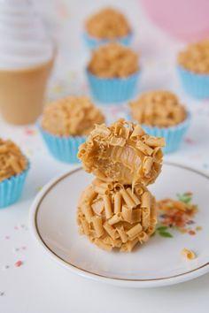 Aprenda todos os segredos do Brigadeiro Gourmet! Candy Recipes, Gourmet Recipes, Sweet Recipes, Dessert Recipes, Desserts, Yummy Recipes, Yummy Treats, Sweet Treats, Chocolates