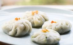 Chinese Chive Dumplings Recipe - Gui Chai ขนมกุยช่าย - from That Table Chive Dumpling Recipe, Vegan Dumplings, Thai Recipes, Asian Recipes, Chinese Recipes, Cake Recipes, Vegetarian Recipes, Thai Dishes, Pork Dishes