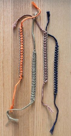 Friendship bracelet made from silver chain & cotton thread. Handmaded by Mano et mente. €10