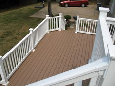 veka deck Choose from a variety of different decking styles and colors . Front Porch Railings, House Front Porch, Front Porch Design, Deck Railings, Pvc Decking, Composite Decking, Vinyl Deck, Porch Styles, Beach Patio
