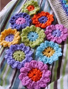 Crochet Flower Patterns New/Old 12 petal fllower Crochet Video, Knit Or Crochet, Crochet Motif, Crochet Crafts, Yarn Crafts, Crochet Appliques, Crochet Stitch, Easy Crochet, Knitted Flowers