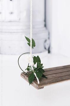 lovely wooden Swing xx via A Beach Cottage Katie Homes, Porch Styles, Indoor Swing, Serenity Now, Wooden Swings, Garden Deco, Pretty Bedroom, Nature Tree, Garden Trees