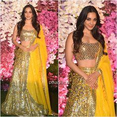 Kiara Advani looks absolutely gorgeous at Akash Ambani and Shloka's wedding reception💛💛💛 Bollywood Girls, Bollywood Fashion, Bollywood Actress, Girl Celebrities, Bollywood Celebrities, Celebs, Fashion Beauty, Girl Fashion, Kiara Advani