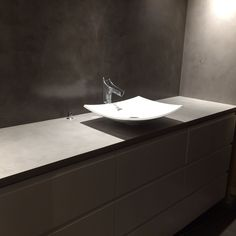 Pisarameren toteuttama wc mikrosementillä.