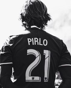 He was smart in his midfield area, not to say a legend Football Icon, Football Drills, Football Art, World Football, Soccer World, Sport Football, Andrea Pirlo, Foto Sport, Diego Armando