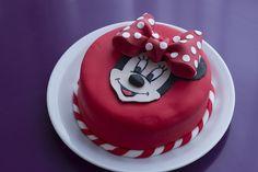 Comment faire un Gâteau de Princesse / How to make a princess castle cake… Mini Mouse Cake, Minnie Mouse Birthday Cakes, Frozen Birthday Cake, Bolo Minnie, Minnie Cake, Mickey Mouse Cake, Cupcakes, Cupcake Cakes, Checkerboard Cake
