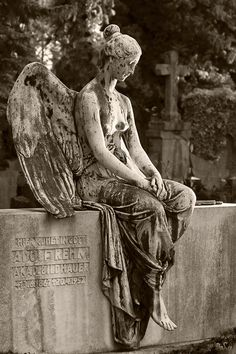Where Greta's ashes are laid to rest. Cemetery Angels, Cemetery Statues, Cemetery Art, Angel Statues, Angel Sculpture, Sculpture Art, Old Cemeteries, Graveyards, Angel Drawing