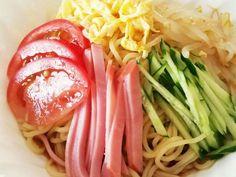 簡単!!冷やし中華のたれ 1:2:3:4の画像 Japanese Noodles, Japanese Food, Healthy Asian Recipes, Weekday Meals, Spaghetti, Food And Drink, Ethnic Recipes, Junk Food, Crafts
