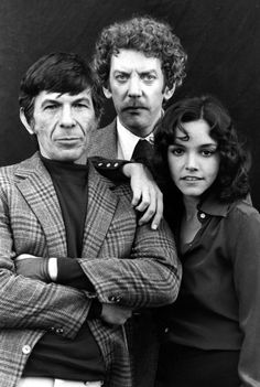 Description of . circa US actress Brooke Adams, US actor Leonard Nimoy (left) and Canadian actor Donald Sutherland, stars of the remake of the film 'Invasion of the Body Snatchers'. (Photo by Hulton Archive/Getty Images) Sci Fi Movies, Horror Movies, Movie Tv, 1970s Movies, Sf Movies, Fantasy Movies, Iconic Movies, Horror Art, Donald Sutherland