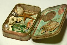 A plethora of altered Altoids tins in this post.