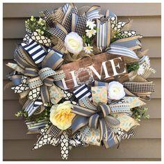 Tulle Wreath, Grapevine Wreath, Deco Mesh Wreaths, Wreath Ideas, Summer Wreath, Holidays And Events, Grape Vines, Christmas Wreaths, Burlap