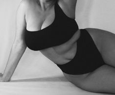 Uploaded by Quo. Find images and videos about black and white, body and women on We Heart It - the app to get lost in what you love. Mode Hippie, Photographie Portrait Inspiration, Normal Body, Aesthetic Body, Real Bodies, Body Reference, Body Confidence, Jolie Photo, Beautiful