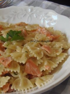 Food for thought: Φαρφάλες με Σολομό Pasta Recipies, Fish Recipes, Yummy Food, Tasty, Potato Salad, Macaroni And Cheese, Food Processor Recipes, Seafood, Cabbage