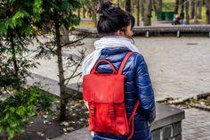 Женский красивый рюкзак красного цвета Close1
