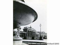 Brandenburger Tor, Pariser Platz, 10117 Berlin - Mitte (1930)