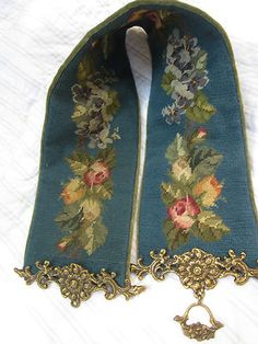 ♥ VINTAGE ♥ BeAutiful NEEdlepoinT BELL PULL ♥ Roses Pansies ♥