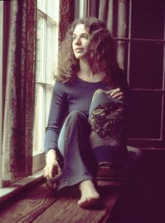 Carole King's remarkable metamorphosis from teen mom songsmith to Earth Mother poetess. She composed the soundtrack of our times on her piano, and wrought the template of our times with her life. Carole King, American Folk Music, Grunge, Pop Hits, Punk, Fashion Mode, Music Icon, Iconic Women, Hollywood Celebrities