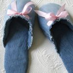 We all have old, torn, raggy jeans around the house. This site shows how to transform those old jeans into something else.