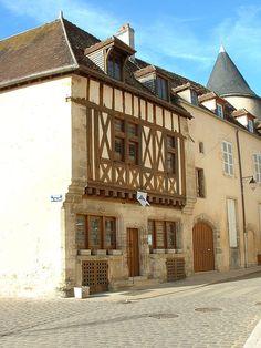 L'Office de tourisme - Avallon (Yonne) — Wikipédia