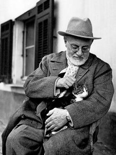 """Matisse loved cats. He lived at La Reve with Minouche and Coussi, who it is said, had an """"M"""" for Matisse on his forehead."""