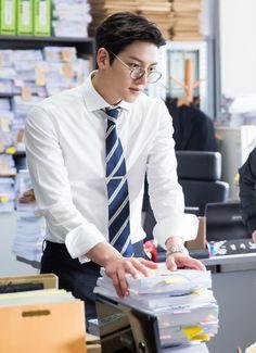 "[Drama] Ji Chang Wook looks dashing in suits in ""Suspicious Partner"" May 2017 Ji Chang Wook Smile, Ji Chan Wook, Park Hae Jin, Park Hyung, Asian Actors, Korean Actors, Suspicious Partner Kdrama, Ji Chang Wook Photoshoot, Song Joong"