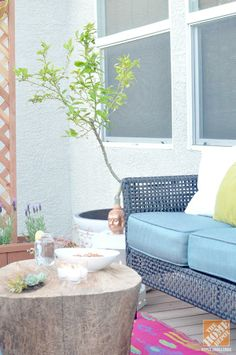Outdoor Decorating Ideas: Potted trees, a tree stump table and a colorful rug! Take a look at more photos from Shavonda Gardner's lovely small patio makeover. || @Shavonda Gardner {AHomeFullOfColor}