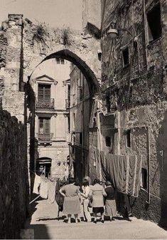 Cagliari Storica Quartiere Castello. Portico Vivaldi Pasqua.