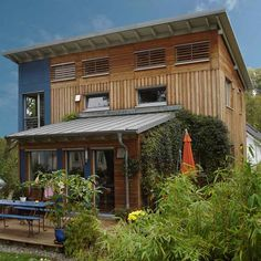 Holzhaus Sachsenhausen The Effective Pictures We Offer You About Rustic house country A quality pict Rustic Houses Exterior, Small House Exteriors, Modern Exterior, Exterior Design, Rustic Home Design, Modern House Design, Little House Plans, Rustic Staircase, Tyni House