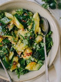 This Smashed Asian cucumber salad recipe is light, refreshing and perfect for the summer, but packed with flavor from a zingy dressing, garlic, and cilantro. It only takes 10 minutes to make Healthy Food Recipes, Asian Recipes, Ethnic Recipes, Chinese Recipes, Asian Cucumber Salad, Cucumber Water, Cucumber Recipes, Wok Of Life, Gourmet