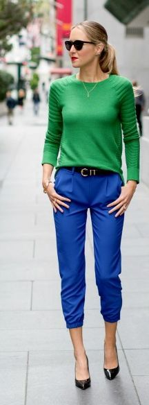 Blue pants with green sweater = Work outfit Cool Outfits, Casual Outfits, Fashion Outfits, Womens Fashion, Office Outfits, Skirt Outfits, Work Casual, Casual Chic, Kelly Green Sweater