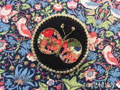 『LIBERTY PRINT(リバティプリント)xビーズ刺繍シリーズ』LIBERTY PRINT 《Thorpe ソープ》1968年ハーバードスタジオがデザイン。1930年代のリバティ社の花柄を思い起こさせるような、密着した細かい花柄のミックスがインスピ...