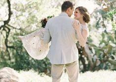 ウェディングドレスを着て、憧れのお姫様抱っこ♡幸せいっぱいの『抱っこフォト』を撮ろう♩