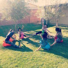 Instagram media jshmko - 庭Yoga 長女ヨガに目覚める backyard yoga #namaste #yoga #backyard #rody #kids #special #ヨガ #庭 #ロディ#キッズヨガ
