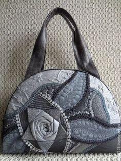 Купить или заказать Сумка  Роза в окошке  - 2 . в интернет-магазине на Ярмарке Мастеров. Удобная сумочка на каждый день .Такую хочется рассматривать и щупать .А серый цвет подходит практически к любой одежде .Отличный подарок подруге ,а лучше конечно - себе .С такой сумкой Вы не останетесь не замеченной .
