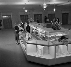 1950's      Shoppers at the linen counter of a Bonwit Teller department store.