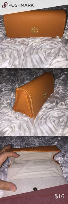 Tory Burch sunglasses case, orange with gold logo Cute sunglasses case from Tori Burch, in Like New condition with the exception of scratches on the gold logo (pictured), nothing that won't already be there after a few days in your purse! Tory Burch Accessories Sunglasses