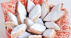 I ricciarelli sono i tipici biscotti da gustare in vista delle feste natalizie. Scopriamo allora la ricetta originale per preparare degli ottimi ricciarelli