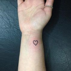 Small But Meaningful Tattoo For Women You Will Love - nailhairstyle.com Simple Tattoos For Women, Hand Tattoos For Women, Meaningful Tattoos For Women, Tattoos For Kids, Little Tattoos, Beautiful Small Tattoos, Small Flower Tattoos, Small Wrist Tattoos, Cute Small Tattoos