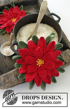 Ravelry: 0-1000 Christmas Star - Pot holder in Paris with decorative flower in Cotton Viscose pattern by DROPS design