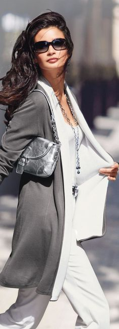 love the white and grey overcoat/with white tee and white pants..great look