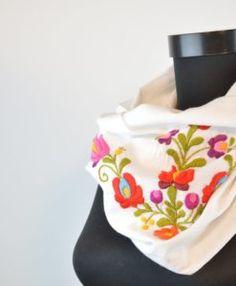Alkalmi sálak Archívum - MyFlores Infinity Scarfs, Womens Scarves, How To Make, Beauty, Design, Beauty Illustration