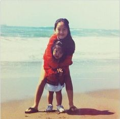 The Jung sisters (Jessica & Krystal) celebrate National Siblings Day with a childhood photo Jessica Jung, Jessica Snsd, Jessica & Krystal, Krystal Jung, South Korean Girls, Korean Girl Groups, Girl's Generation, National Sibling Day, Childhood Photos