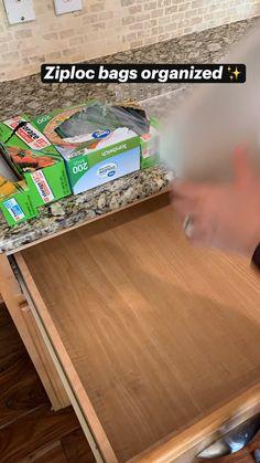 Kitchen Organization Pantry, Diy Kitchen Storage, Home Organization Hacks, Organizing Home, Freezer Organization, Organized Kitchen, Cabinet Storage, Diy Storage, Storage Ideas