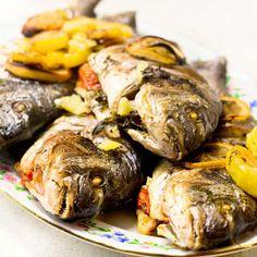 Imaginea rețetei Biban la cuptor cu lămâie și cartofi Japchae, Turkey, Meat, Ethnic Recipes, Food, Turkey Country, Essen, Meals, Yemek