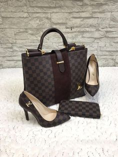 3 pieces Louis Vuitton damier handbag shoes and wallet high-quality replica Faux Leather comes in a transparent nylon bag and white box for shoe Louis Vuitton Damier, New Louis Vuitton Handbags, Louis Vuitton Taschen, Louis Vuitton Shoes, Chanel Handbags, Luxury Handbags, Louis Vuitton Speedy Bag, Fashion Handbags, Fashion Bags